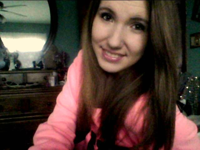i loooveeeee my new pink sweatshirt i got for christmas :3
