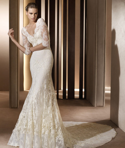 Pronovias Long-sleeve lace wedding dress