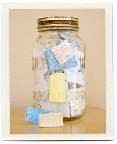 dayzeroproject:  Memory Jar Put memories made throughout the year in the jar. Then on New Year's eve empty and read them all from the wonderful year you've had :)  Totally a DIY i gotta try