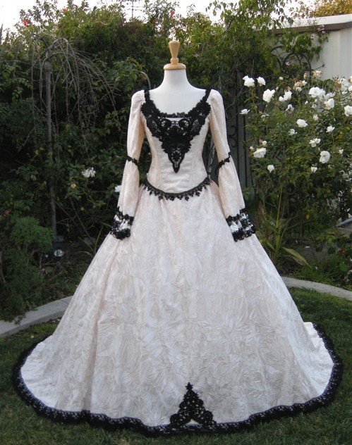 Gothic Fantasy Gown This is gorgeous.