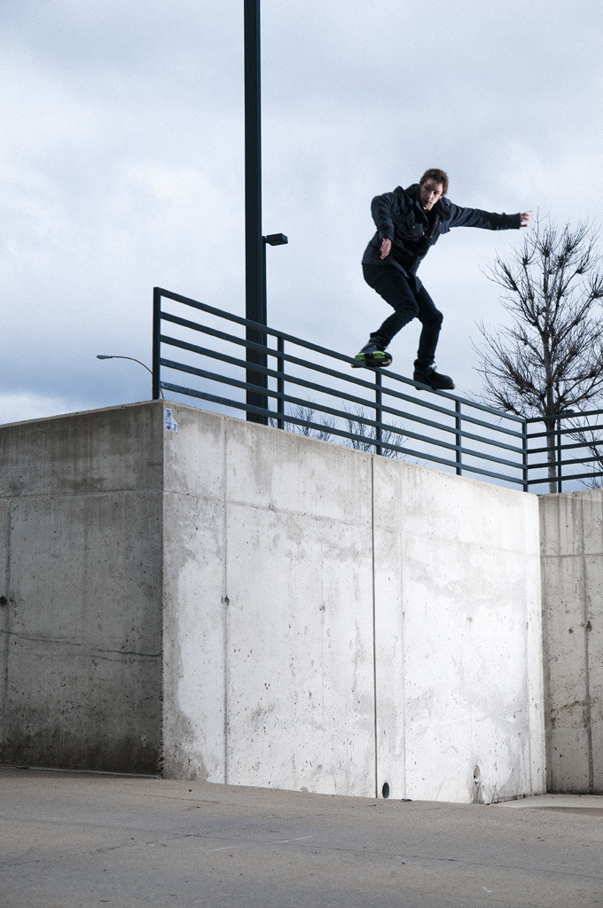 flugo:  johnhaynesphoto:  jeph howard, disaster backside 540 off.   Another crazy stunt by Jeph. See this video clip in The Hooligan Project. Now available in skate shops across the country.  Photo by John Haynes.
