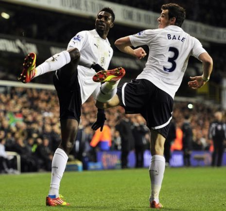 worldsmosthated:  Bale and Adebayor over there doing Taekwondo
