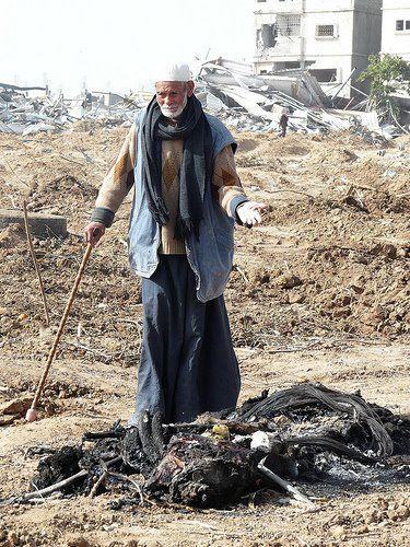 #GazaMohamed Faraj Dardouna, 98 years old, saw his house destroyed and his donkey, which was his only mode of transport, killed in January 2009 in Gaza City. What was his crime?