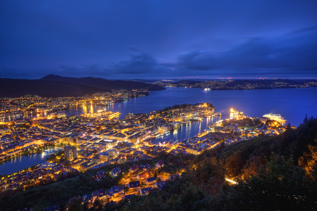 fellaphotos:  Night-time Norway