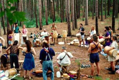 would love to go to a drum circle. no idea how one would find out where one was though…