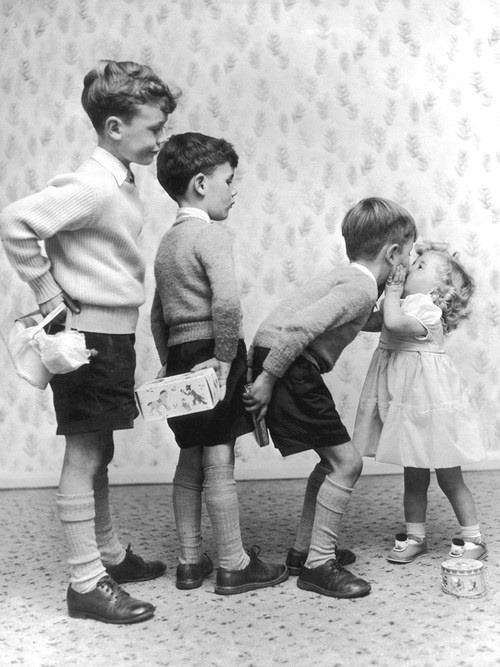 Gents with presents all lined up for kissin': MDH's fantasy world.