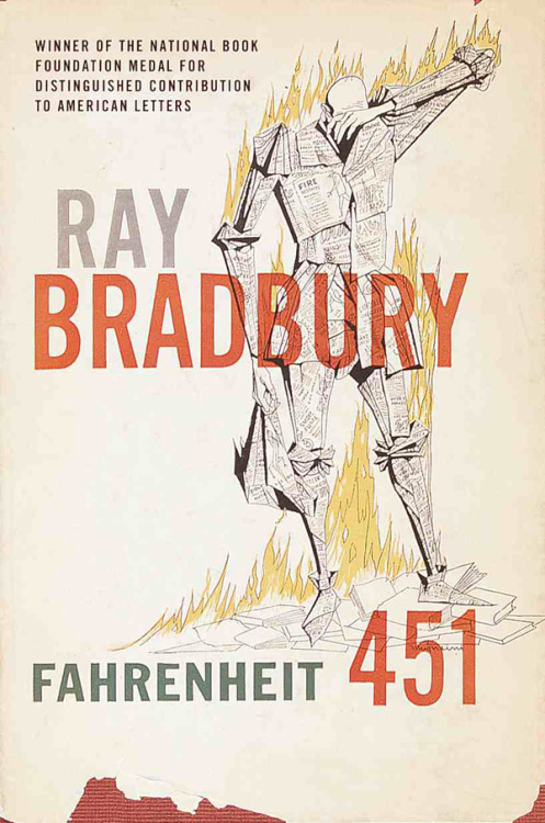 Fahrenheit 451, uno de mis libros favoritos. Preciosa portada.  ilvillaggio:  Fahrenheit 451, Ray Bradbury, 1953. Designed by Joe Pernaciaro, this cover has never ceased to frighten us.