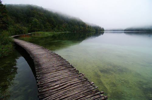 once again my dream place in croatia plitvice jazzera i live in lithuania but my soul and eyes belongs in this dream place. I also travel with bike from krakow to croatia this summer 2011 and i very happy about this trip pleas check out http://youtu.be/WjLlSHHo1vc
