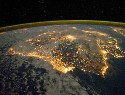 inothernews:  ILUMINADO   An astronaut photo released by the NASA Earth Observatory on the International Space Station (ISS) shows the city lights of Spain and Portugal that define the Iberian Peninsula.  (Photo: NASA via AFP-Getty / The New York Post)