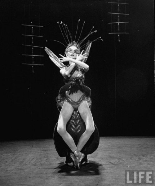 hollyhocksandtulips:  Metamorphosis, New York Ballet, 1953 Photo for LIFE magazine by Gjon Mili