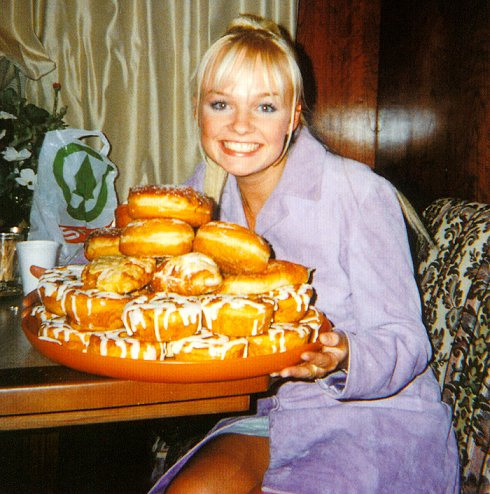 rookiemag:  baby spice + donuts! happy sunday everyone.xxlaia.