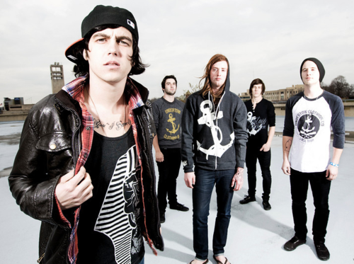 Sleeping With Sirens will be recording an acoustic EP in January! There'll be three new acoustic tracks from the Floridians on the five-track EP, as well as 2 old tracks. Stick with Snapshot Symphony for more SWS news!