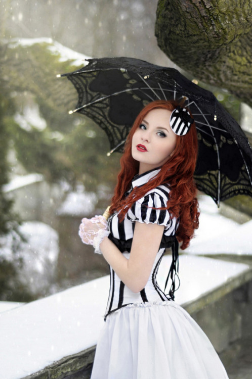 my-ear-trumpet:  cjalifelessordinary:  Winter Lady vol 2 by ~DeadlyDoll667  Model: Marta Misiak ; Photo : Maja Peryga