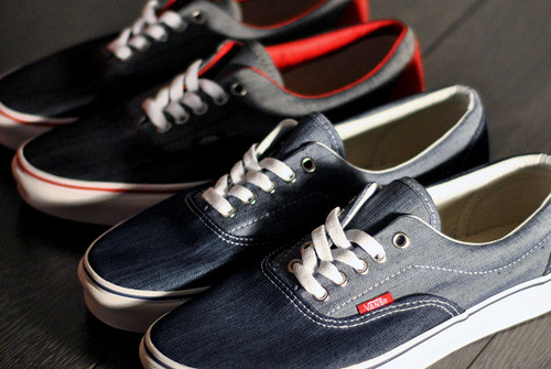 Vans Era Denim - @SNKRS.COM (by www.snkrs.com)