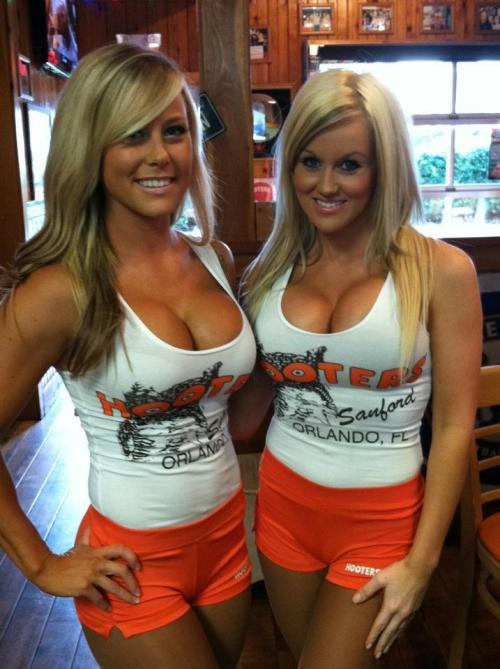 aguysmind:  The hooters in the tristate area seriously lack this level of talent.  same here in PA!!!!  the on the left goddd damn