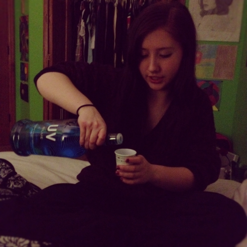icholenaylarkincay:  My best friend :3  Reblogging for the dole cup lmfao.Sarah hahahaha