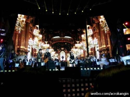 I can see Ming, Henry, Kyu, Jungmo, and  Victoria cr : acrokangin at weibo