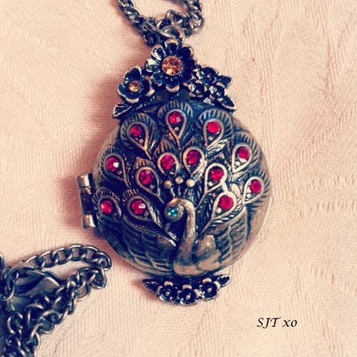 locket love .