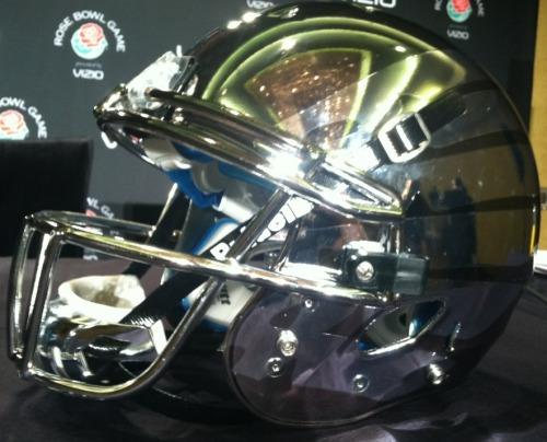 In case you were mistaken, yes, that's Oregon's football helmet for the Rose Bowl…  Related articles Up Close and Personal With Oregon's Rose Bowl Helmets (kegsneggsblog.com)