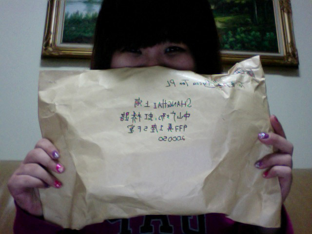 29 December 2011, 10:13PM. Got my krismus parcel from yulin! So happy, she's such a sweetie (: Hangzhou was boring and cold, very unlike the first time we went. Mainly because the mothership was being a pain. I've forgotten how tiring is co-existence with her. Ugh. Everyday piss me off. Cannot take it omgzzzz. Luv,Aly ^^
