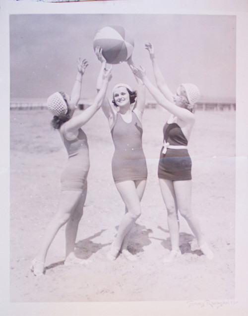 Too cute!  (via vintage beach scene by vintagedesignsmith - vintagemodernphotography.com on Flickr.)