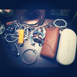 #every #stuff #jewelry #gold #bracelets #noir #watch #warbyparker #raybans #glasses #swag #watch #michele (Taken with instagram)