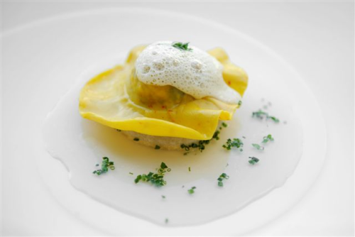 the-stuff-n-stuff:  Lobster ravioli tomato consume and parmesan foam:)