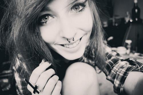miojocrubr:  Quando a vida te der 1 motivo pra chorar, mostre à ela que você tem 10 pra sorrir. (586kmdevoce)