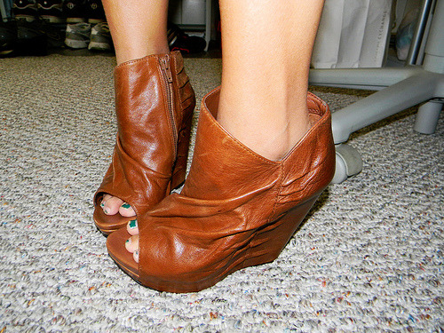 cows on my feet (by piratevampiresuperjoyce)    So these are the sexy wedges le boyfriend gave me~