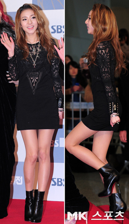 rarararai:  Pretty Dara at Red Carpet !  OMG Her Legs asasdfghjk ~   wanna be sweet??