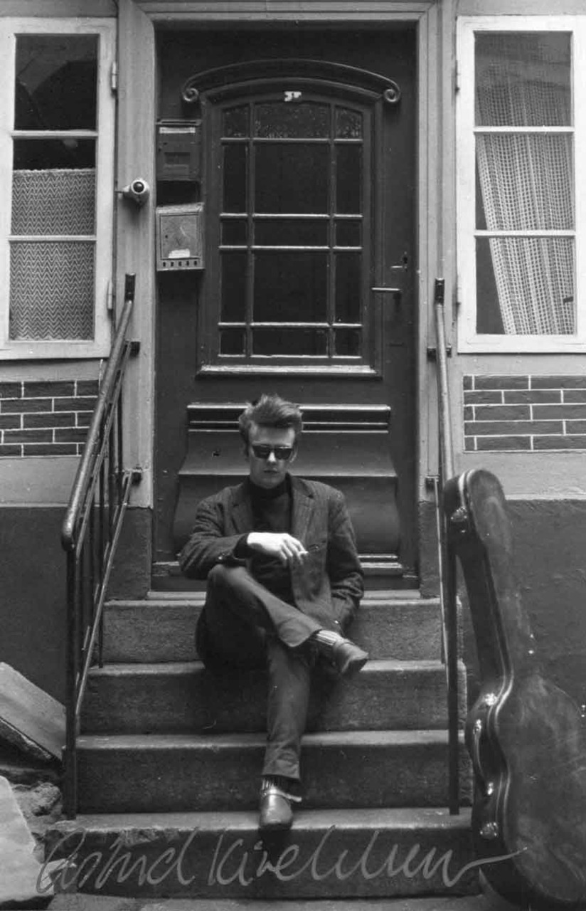 thegilly:  Stuart Sutcliffe, from the Krameramtssuben Session, 1960. Photo by Astrid Kirchherr