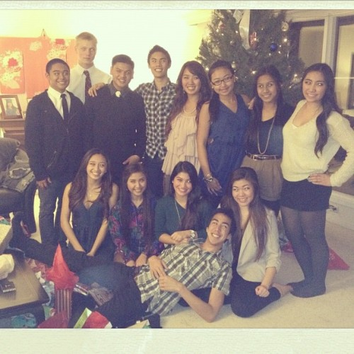 carissajavier:  Belated secret santa dinner (Taken with instagram)   Good Good night w/ zee faaamm. :)