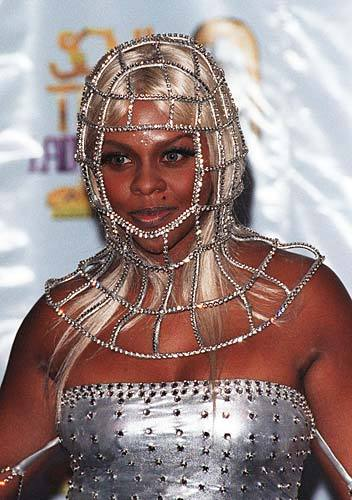 promo4homo:  lil kim, 1 of the knights of the round turn table