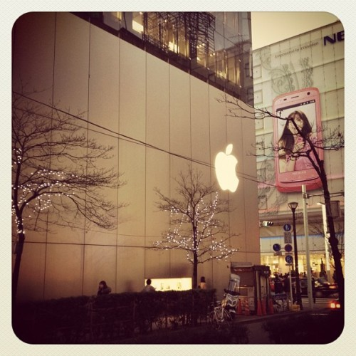 Found the other happy store, the Ginza one!!! :D #apple #store #japan #ginza #tokyo #happy #amazing #great #iphone #ipad #ipod #macbook (Taken with Instagram at アップルストア 銀座 (Apple Store, Ginza))