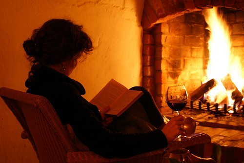 theclassywoman:  A book, glass of wine and a fireplace; nothing else is missing in here.