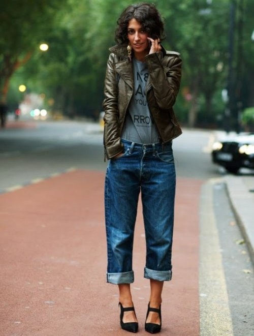 I love this daring outfit as she boldly combines baggy jeans with stiletto heels. Boyish yet feminine… Street fashion at its best!