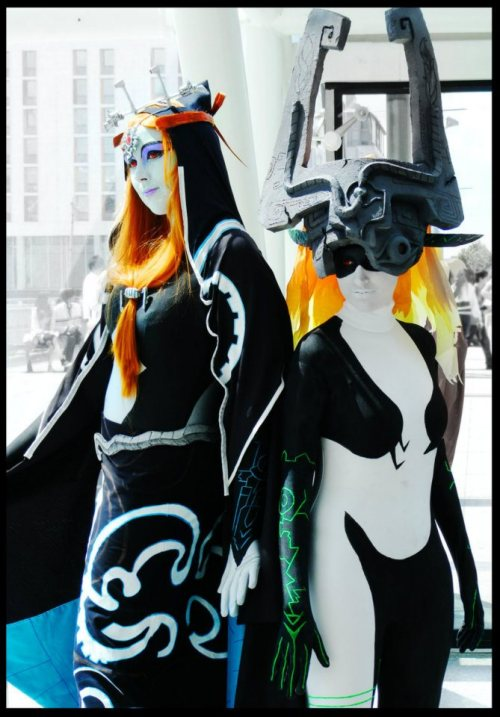 Characters: Midna - Legend of Zelda: Twilight Princess Cosplayers: Left Ukn, Right: KellyJane
