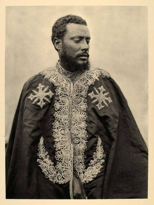 suchasensualdestroyer:  Photo of the Governor of Aksum, Ethiopia, in his State robe, c. 1930.
