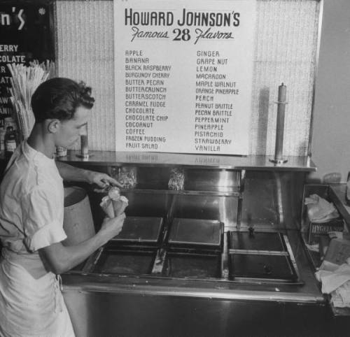 Howard Johnson's famous 28 flavors ice cream, 1950s