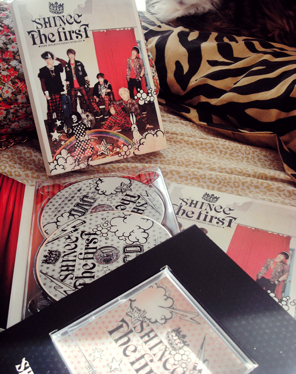 lesliefignewton:  SHINee The First [First Press Limited Edition] Giveaway! SHINee The First CD DVD Mini Calendar 68 pg Photobook  This is my first Giveaway. I have 2 of these, and I love the boxing so much, I figured I'd give one away to some lucky person. It's not wrapped, but it looks brand new. Not many rules. :3 Good luck to whomever enters the giveaway. DEADLINE; February 11th Reblog and like only once Don't have to follow, But i'll be doing more future ones. ^_^ Keep your ask box open! And I'll ship internationally~