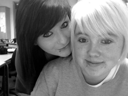 n'aww, i miss spending all day in college with my best friend! Also, i look so different here, i miss my lip peircing. :(