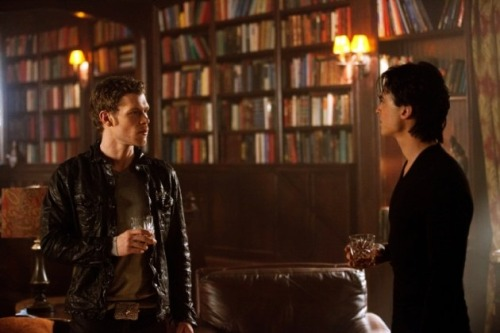 Klaus. Stop with the belt buckles. I'm already paying attention to that area. Seriously. Also. This scene? Klaus having libations in the Salvatore Boarding House for Wayward Vampires? Because seriously. That's my favorite thing that hasn't happened yet but has happened in my head already ever.