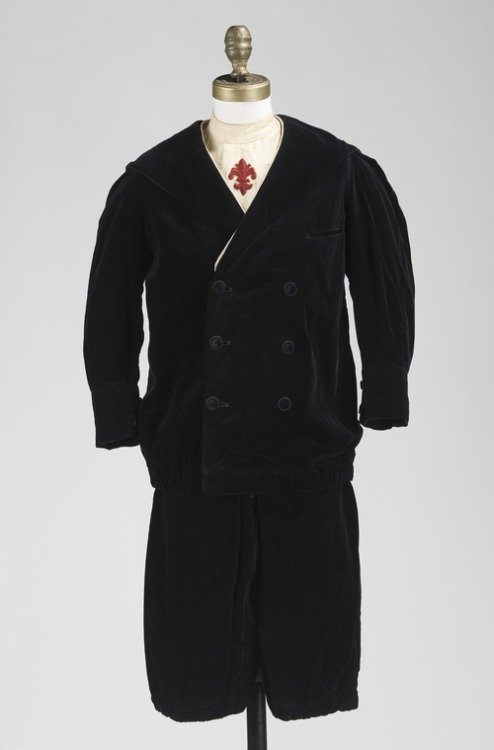 A very stylish boy's velvet suit made in France in 1909 or 1910.