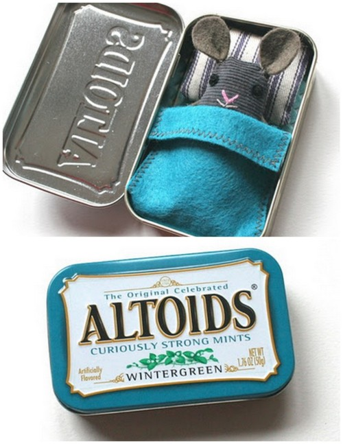 DIY Mini Mouse Sleeping in an Altoids' Tin. I'm posting cute kids' crafts when I see them. I also post a lot of altered Altoid tin crafts because they make lovely, personal, and small gifts. More photos so you can see how this is put together at mmmCrafts here. *Love how the blue tin matches the mini blanket.