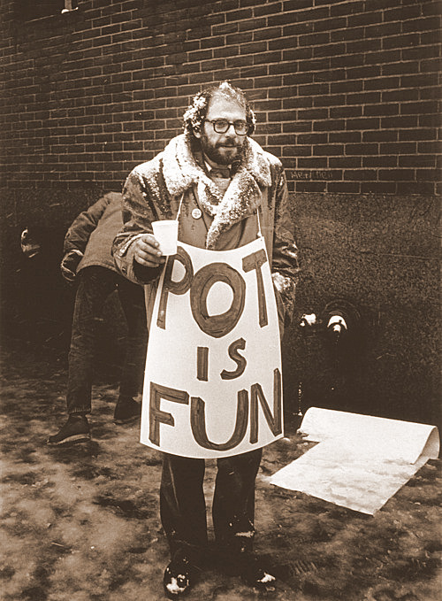 electripipedream:  Allen Ginsberg Photo by Benedict Fernandez 1963