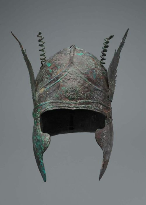 centuriespast:  South Italian-Chalcidian helmet with volutes over the temples   Greek, South Italian, Early Hellenistic Period, about late 4th century B.C. Museum of Fine Arts Boston   Look at the snakes!