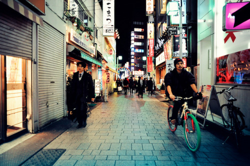 ileftmyheartintokyo:  Short Cut Alley by Jon Siegel on Flickr.