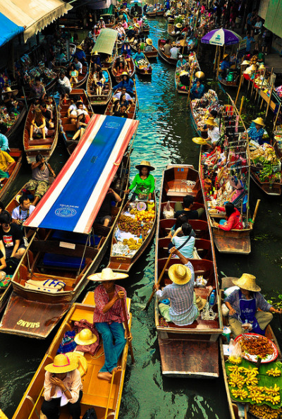 the-absolute-best-posts:  tapio-ca: Damnoen Saduak Floating Market by fashionista.aya on Flickr. Submitted by thekaycho Follow this blog, you will love it on your dashboard