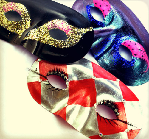 Off to a masquerade ball this New Year's Eve? Check out how we made our own mysterious masks on a minimal budget!