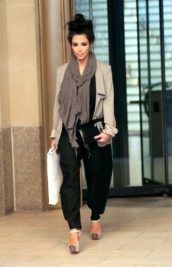 iamgrizzy:  This picture is one of the few pictures I like of Kim. Her outfit, face, everything, is just perfect.